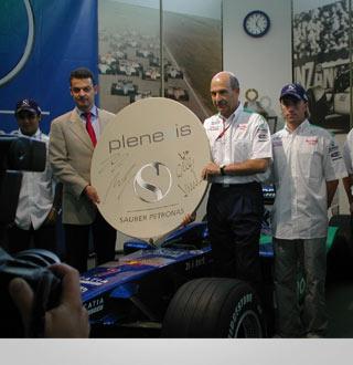Präsentation der Partnerschaft mit dem Plenexis CEO und Peter Sauber
